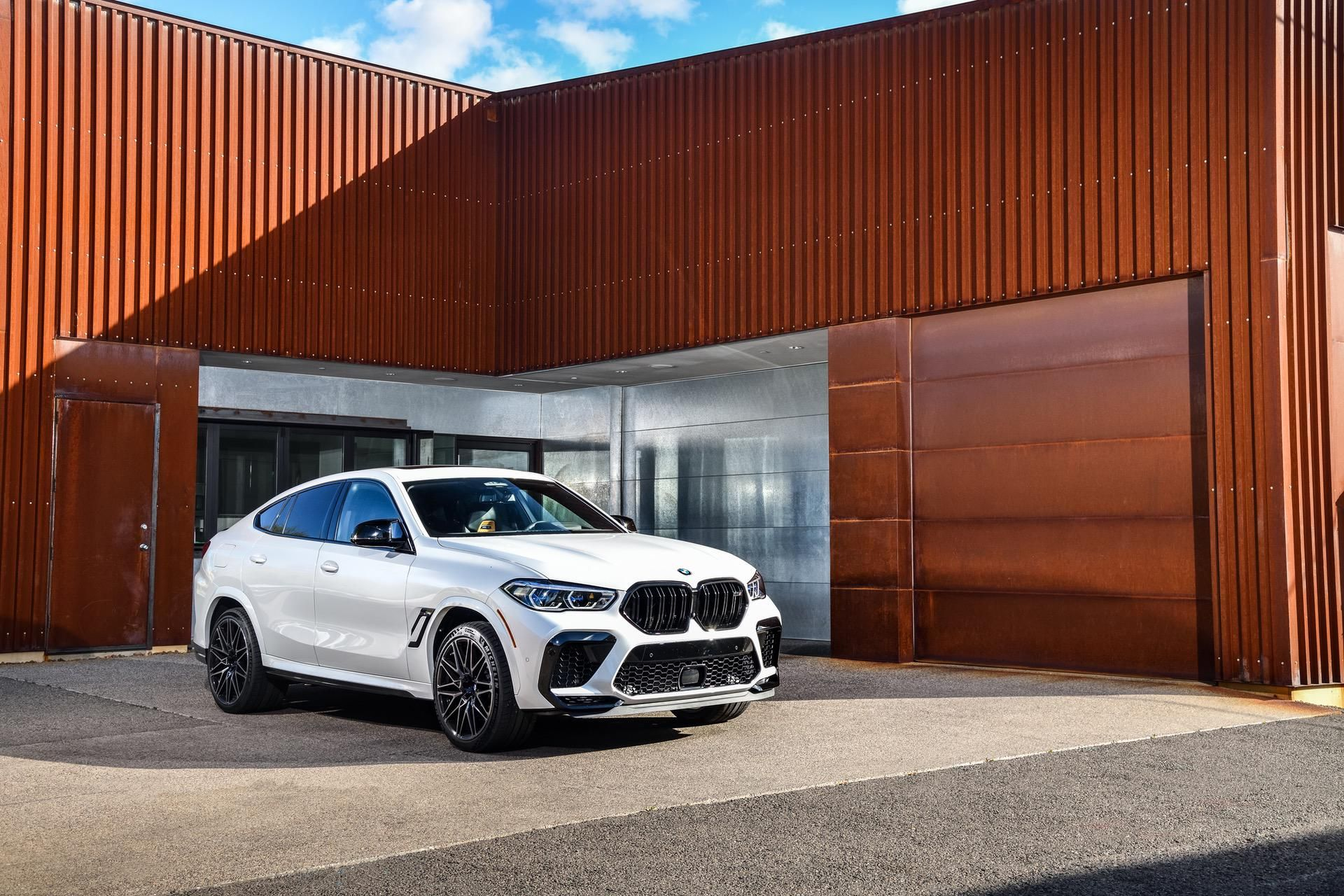 Video Carwow Drives The Bmw X6 M Competition 3 4 Seconds Sprint In 2020 Bmw X6 Bmw Living In Car