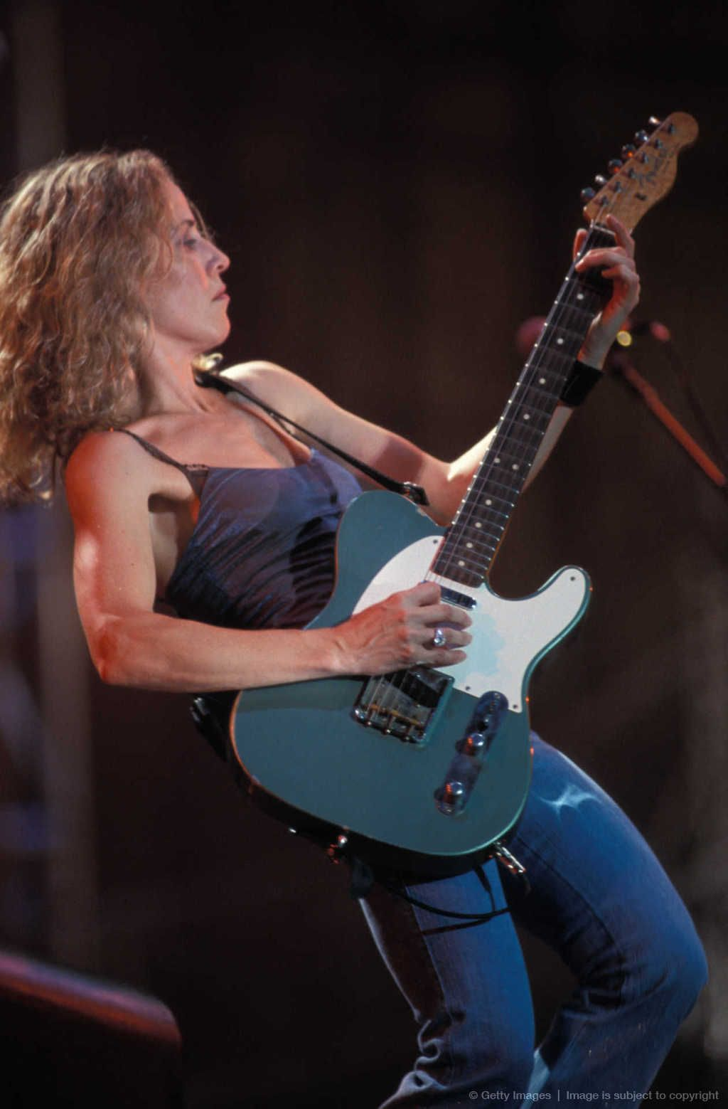 Sheryl Crow: a woman with a guitar. Wow!