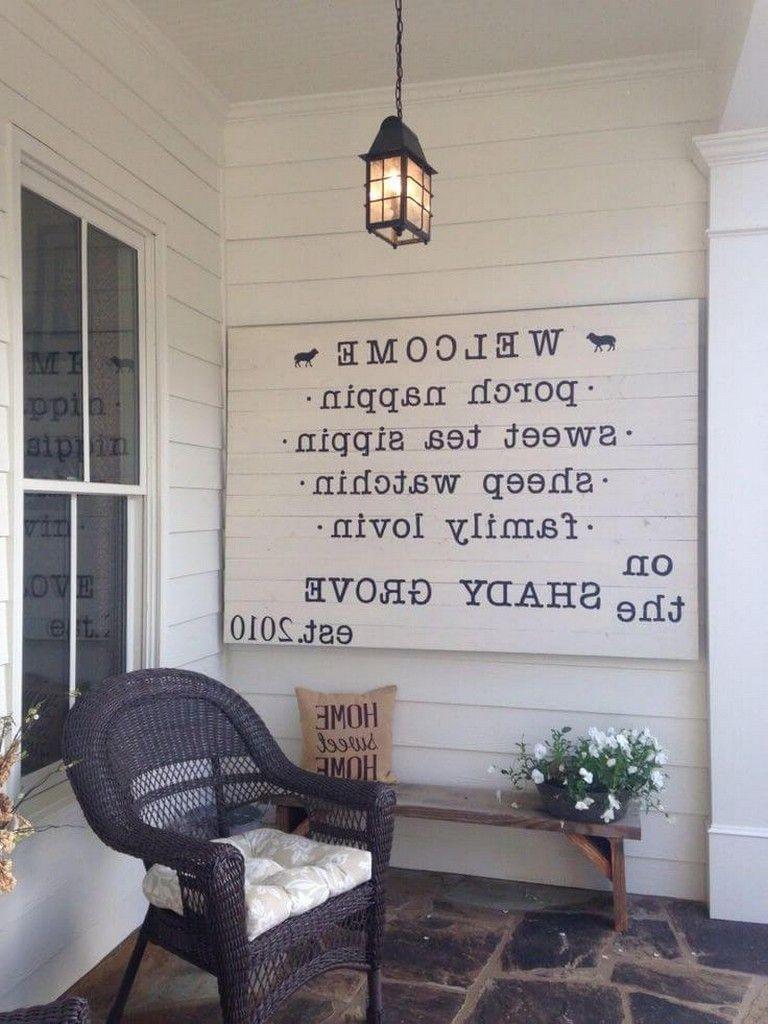 40 Stunning Rustic Farmhouse Porch Decor Ideas #farmhouse #porchdecor #porchidea