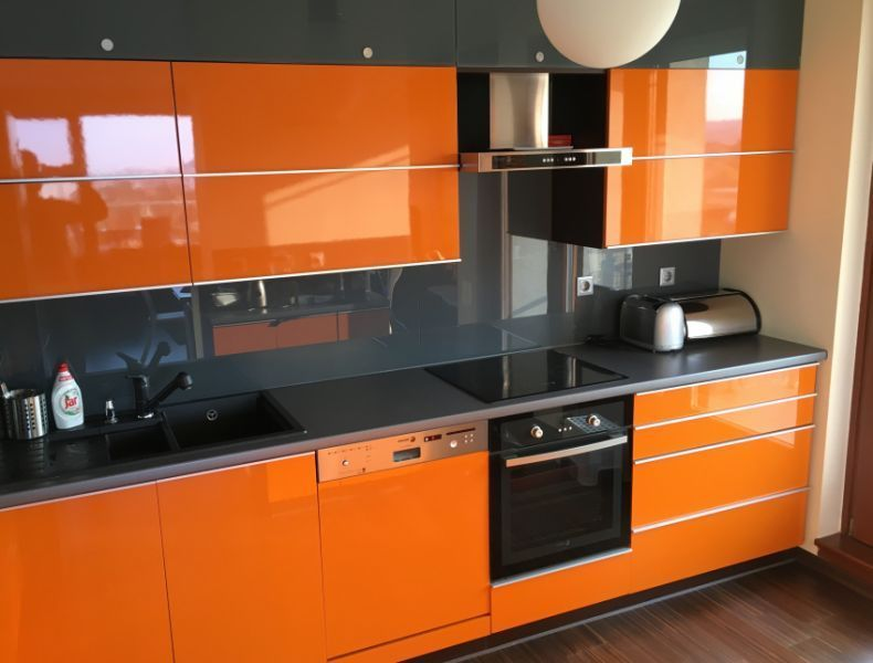 Modern konyhabútor, különleges színek - Világos, 4 hálóssá ...