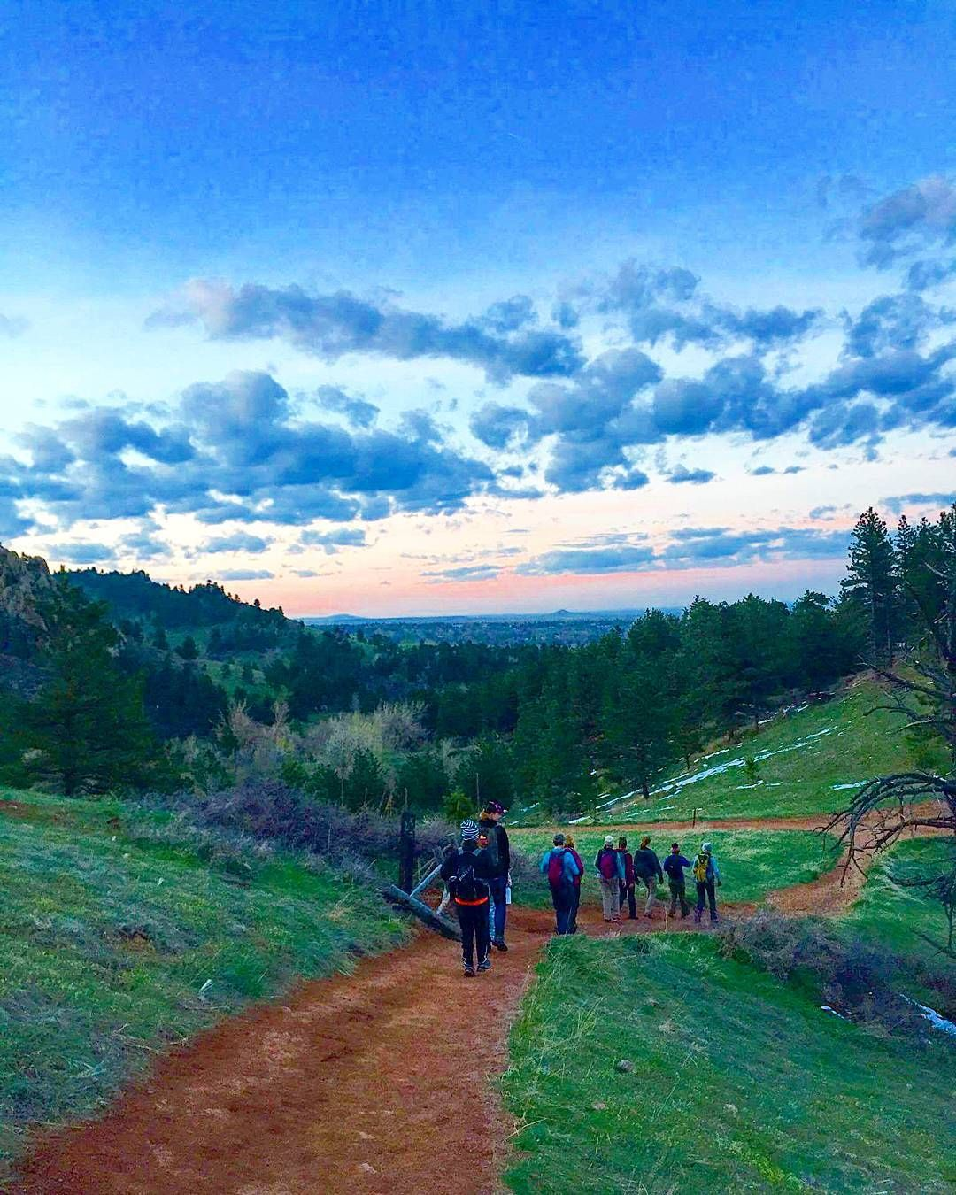 Sunset hike at #Boulder's Anemone Trail. Hiking isn't necessarily just a day time activity.  With a Winter Storm Warning looming over Colorado I'm ready for summer and clear trails no traction or snow shoes and packing my thickest coats away for another season.  #bouldercolorado #bouldergov #colorado #visitcolorado #coloradolive #cometolife #hiking #patikointi #vaellus #outdoors #nature #luonto #retkeily #retki #travel #matka #reissu #IGtravelthursday #passionpassport #adventure #wanderlust…