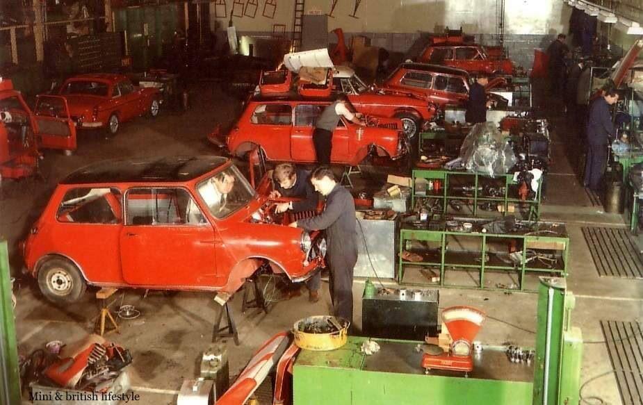 Mini garage, being BMC Competition Department Abingdon