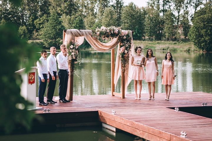 A blush colour theme for a gorgeous outdoor wedding ceremony | fabmood.com #wedding #blushwedding #weddinginspiration #realwedding #weddingstyle