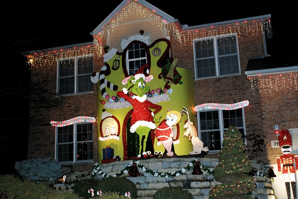30 Grinch Christmas Decorations Ideas Magment In 2020 Grinch Christmas Decorations Grinch Christmas Decorations Outdoor Outdoor Christmas Decorations