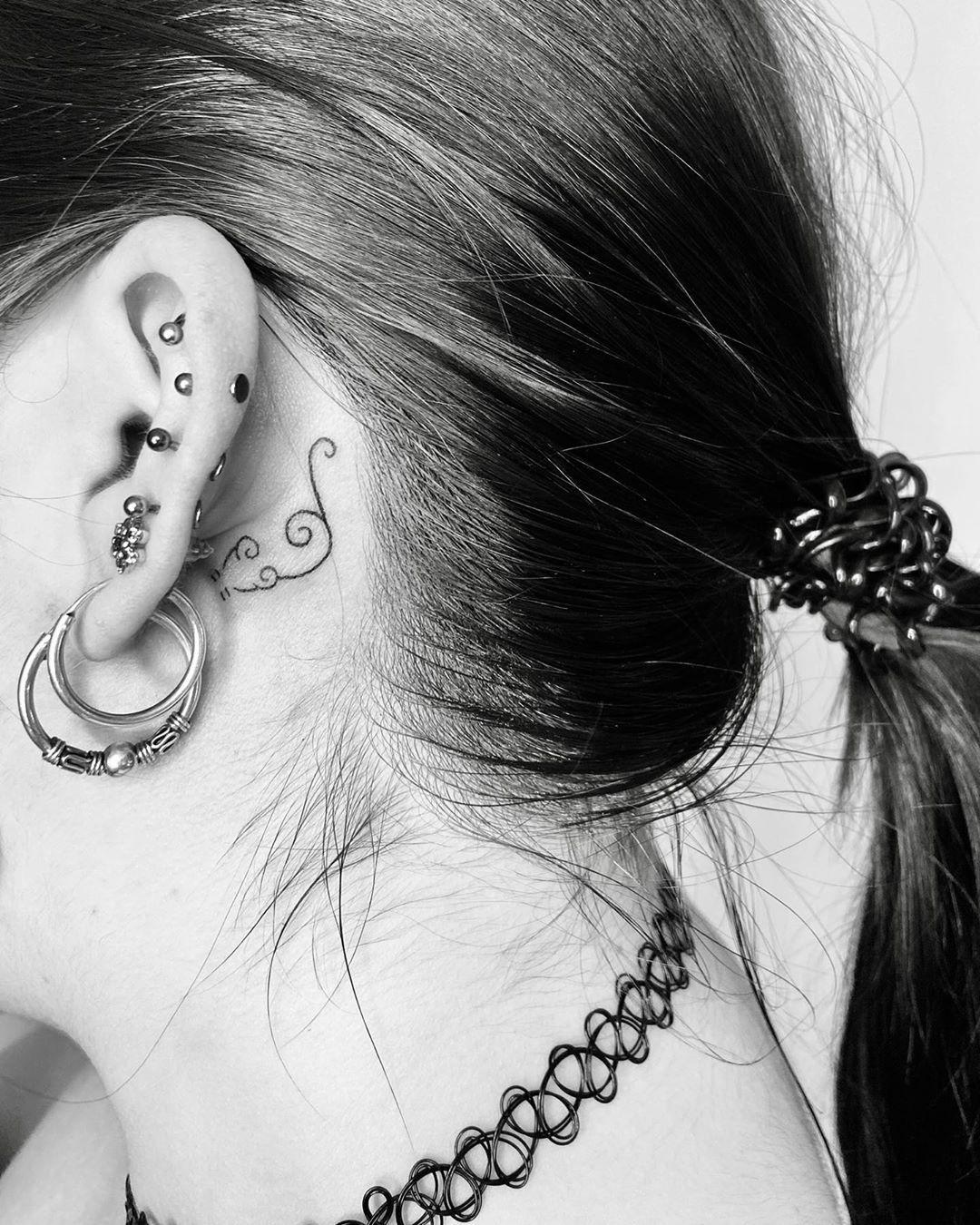 🐭 #tattoosmall #tattooartist #Tattoostyle #tattoo #tattoos #tattoogirl #tattoodesign #tattooart #tattoodo #rat #blackworktattoo