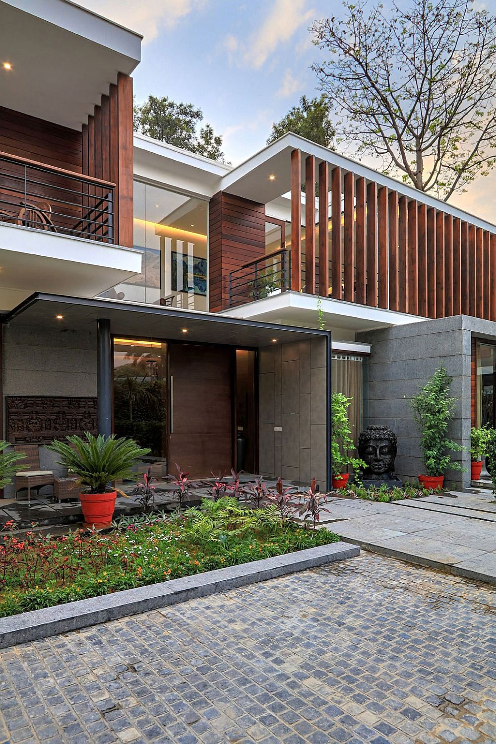Entrance to the modern house combines indian design with western style also wooden slats glass walls and grandeur gallery in rh pinterest