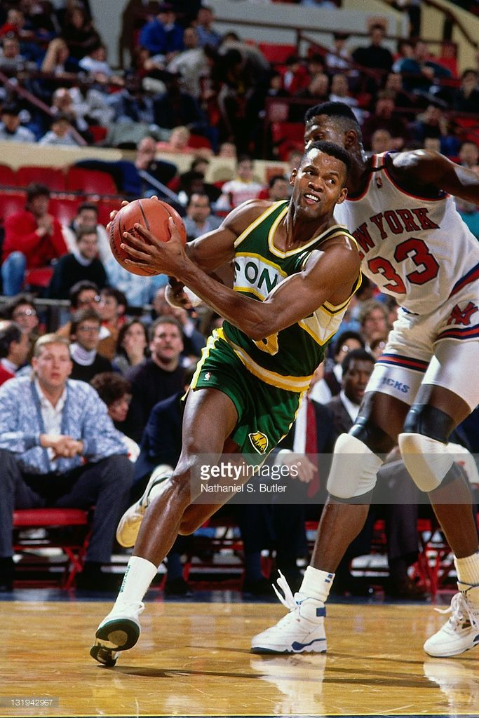Dale Ellis  3 of the Seattle SuperSonics in action against Patrick Ewing   33 of the New York Knicks during a game played circa 1989 at Madison  Square Garden ... ede790813