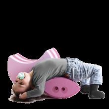 Bobles Frø består af to dele, der både sammen og individuelt stimulerer det lille og større barns balance. De to dele i forskellige størrelser og former skaber glæde, masser af leg og stor variation i barnets motoriske udfoldelse.  Bobles Frø, rosa (– Lirumlarumleg.dk) Alder 0–6 år  700 kr