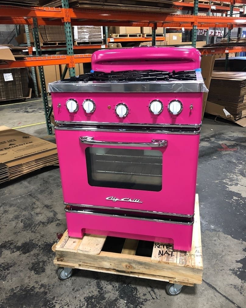 Big Chill On Instagram Hot Pink Stove To Celebrate Our Custom And Premium Color Week Mybccolor Onthe In 2020 Retro Stove Hot Pink Furniture Hot Pink Decor