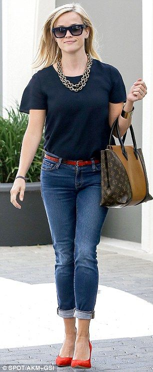 Reese Witherspoon jazzes up her denim with heavy gold accessories and a pair of red stilettos #redshoes