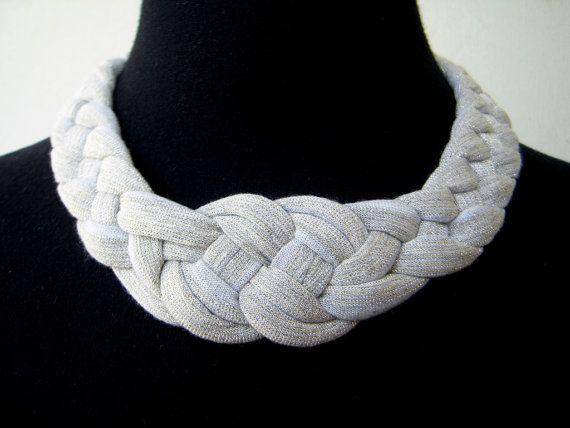 b6c4522a0d0e VENTA el collar nudo hecho a mano en tela de por birdienumnumshop