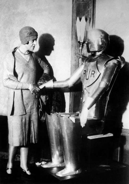 'Eric The Robot' welcoming a lady in 1931 Photo: KEYSTONE, Getty / KEYSTONE