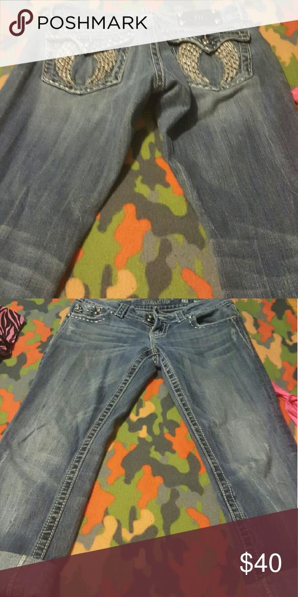 Miss me Capri Wings on back size 28w Miss Me Jeans