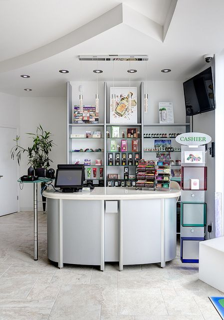 b1441a94882 pharmacy design in New york by Sartoretto Verna - Pharmacy service and  fittings