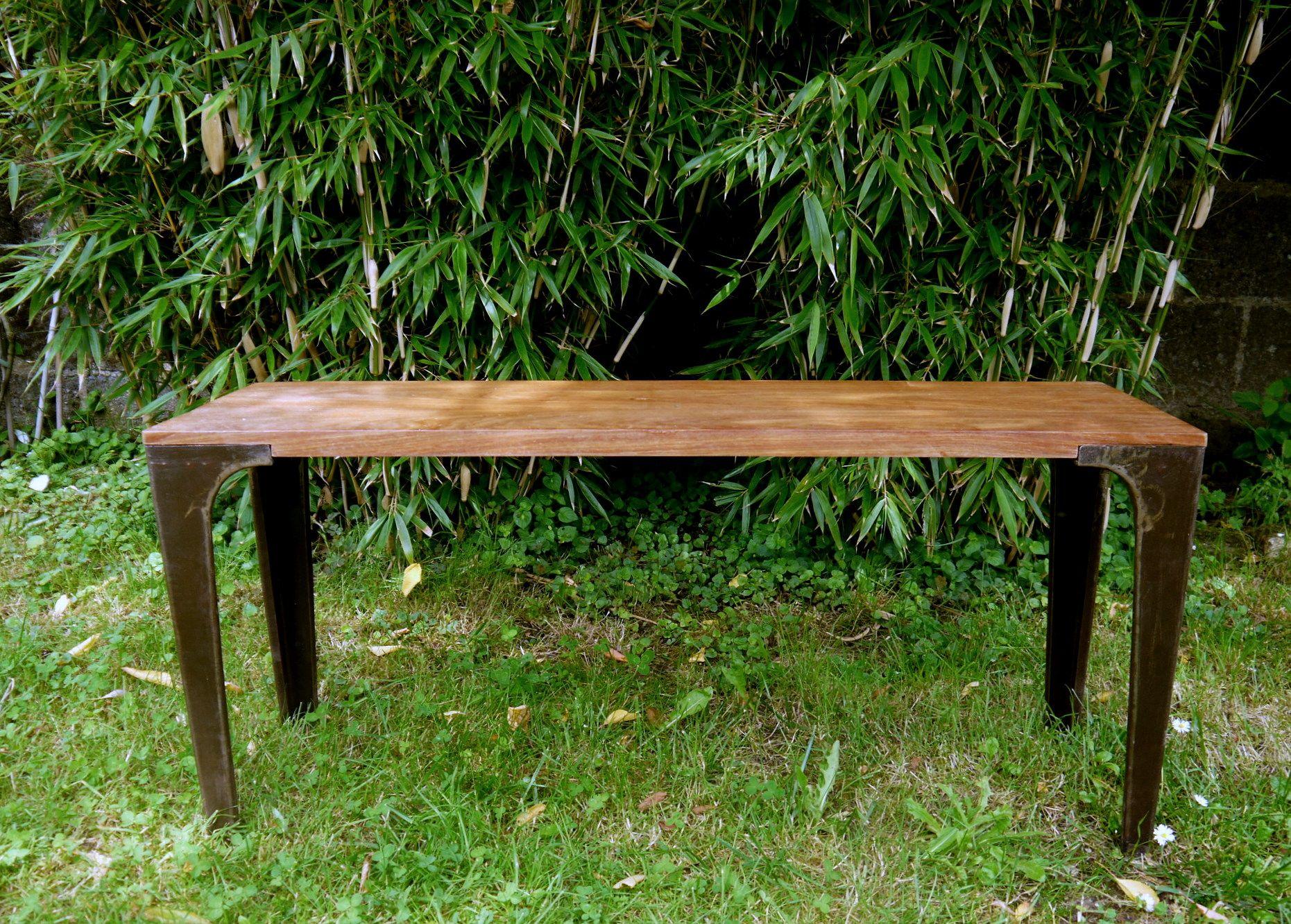 Ce banc est réalisé avec de belles planches de bois massif