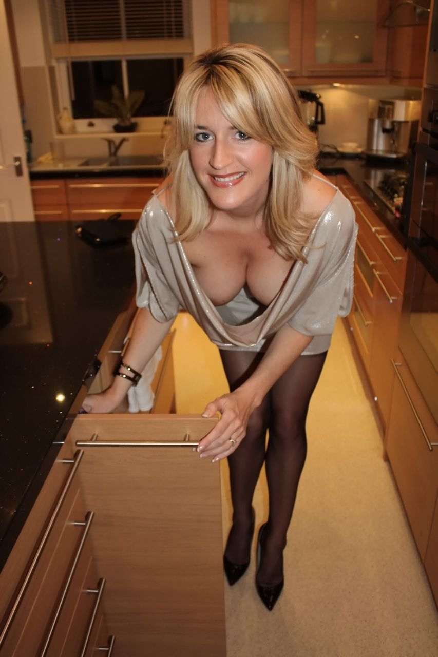 Linda Bereham  Meanwhile In Kitchen  Mom Gallery, Sexy -1845