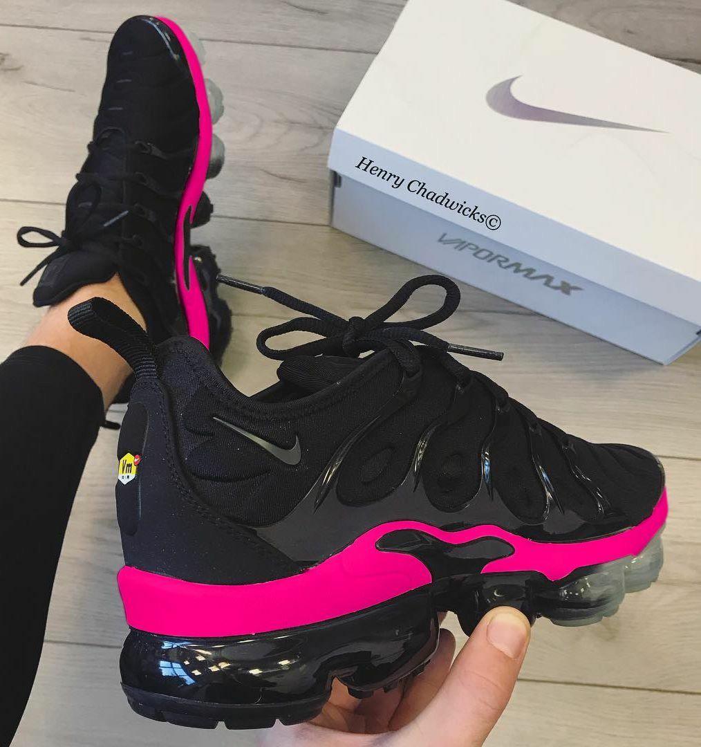 best website 781dc e35de red and black Nikes. ℙ𝕚𝕟𝕥𝕖𝕣𝕖𝕤𝕥   𝕜𝕤𝕝𝕒𝕪𝕟𝕟𝕟 💕