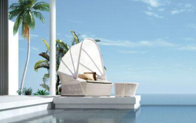 Gartenbett rattan  Dieses moderne Rattan Gartenbett mit Sonnenschutz und Fussbank ...