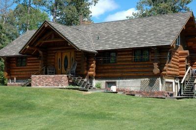 Residence Log Cabin Shake Xd Pinnacle Grey Www Decra Com Decra Roofing House Styles Residential