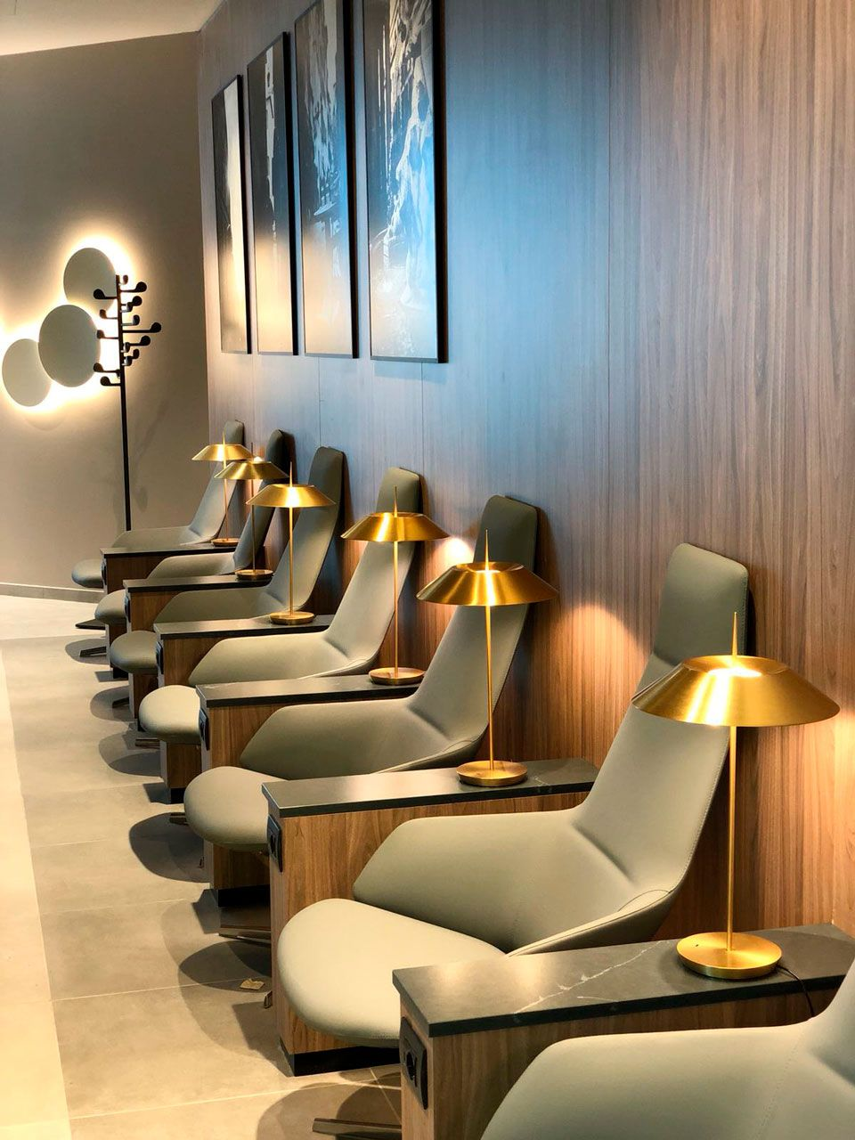 Brightens Rome's Airport Lounges