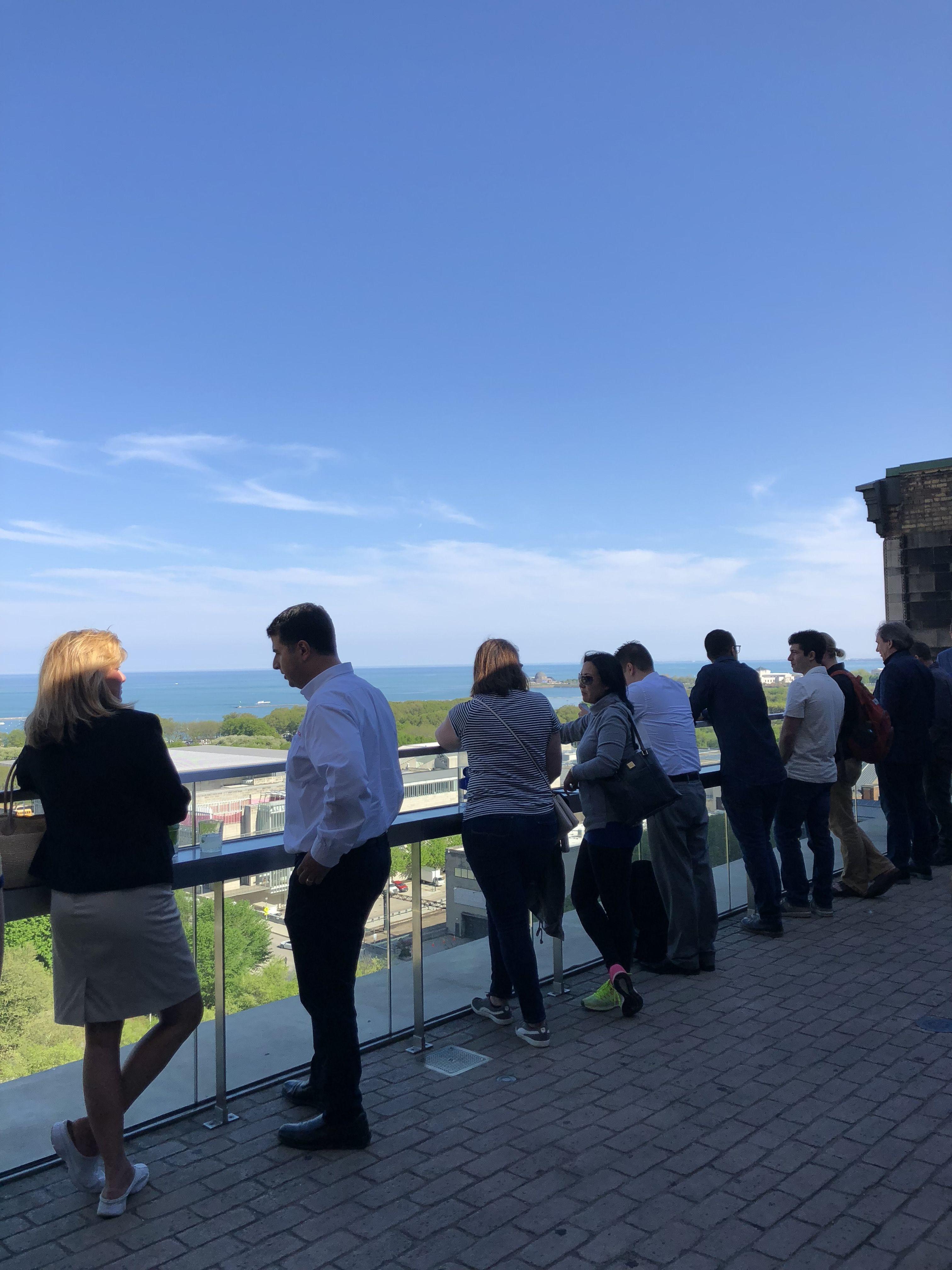 Es la terraza de un restaurante totalmente ESCONDIDO, es difícil incluso encontrar el ascensor para subir...
