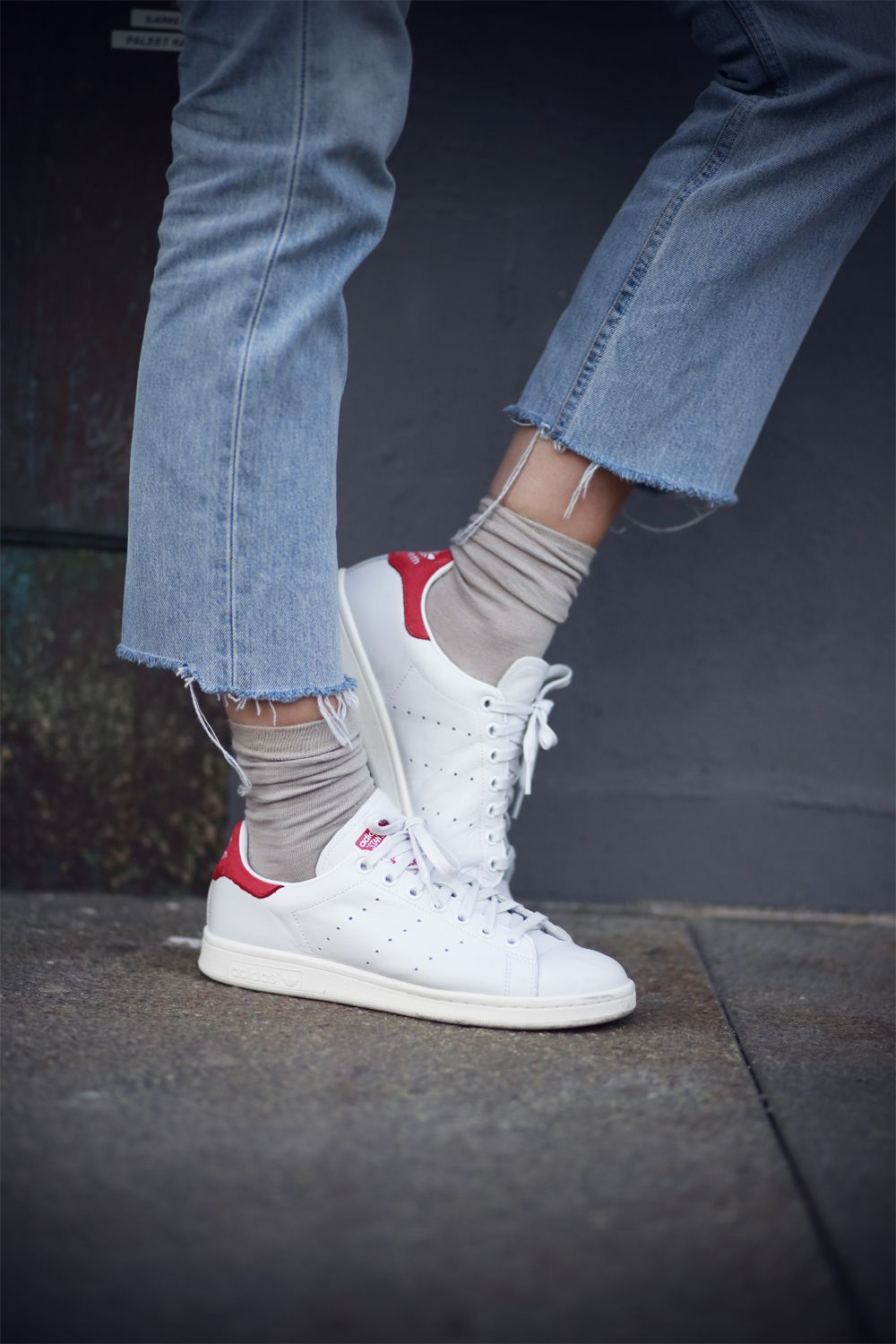 Revealing your ankle is always a great way to work low sneakers out http://dresslikeaparisian.com/how-to-wear-flats/