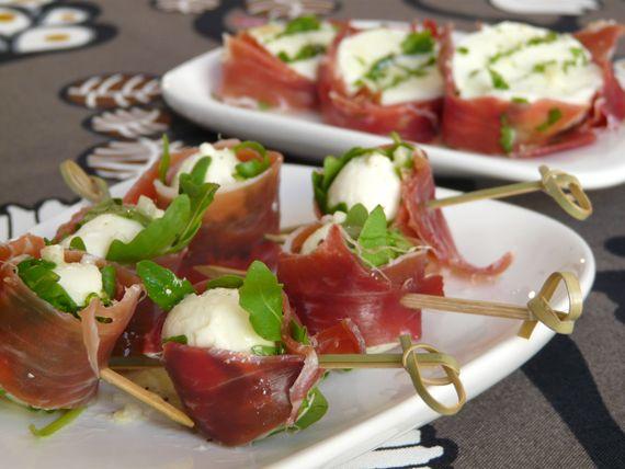 Pinchos de mozarella marinada con rucula y jamon receta - Platos originales y sencillos ...
