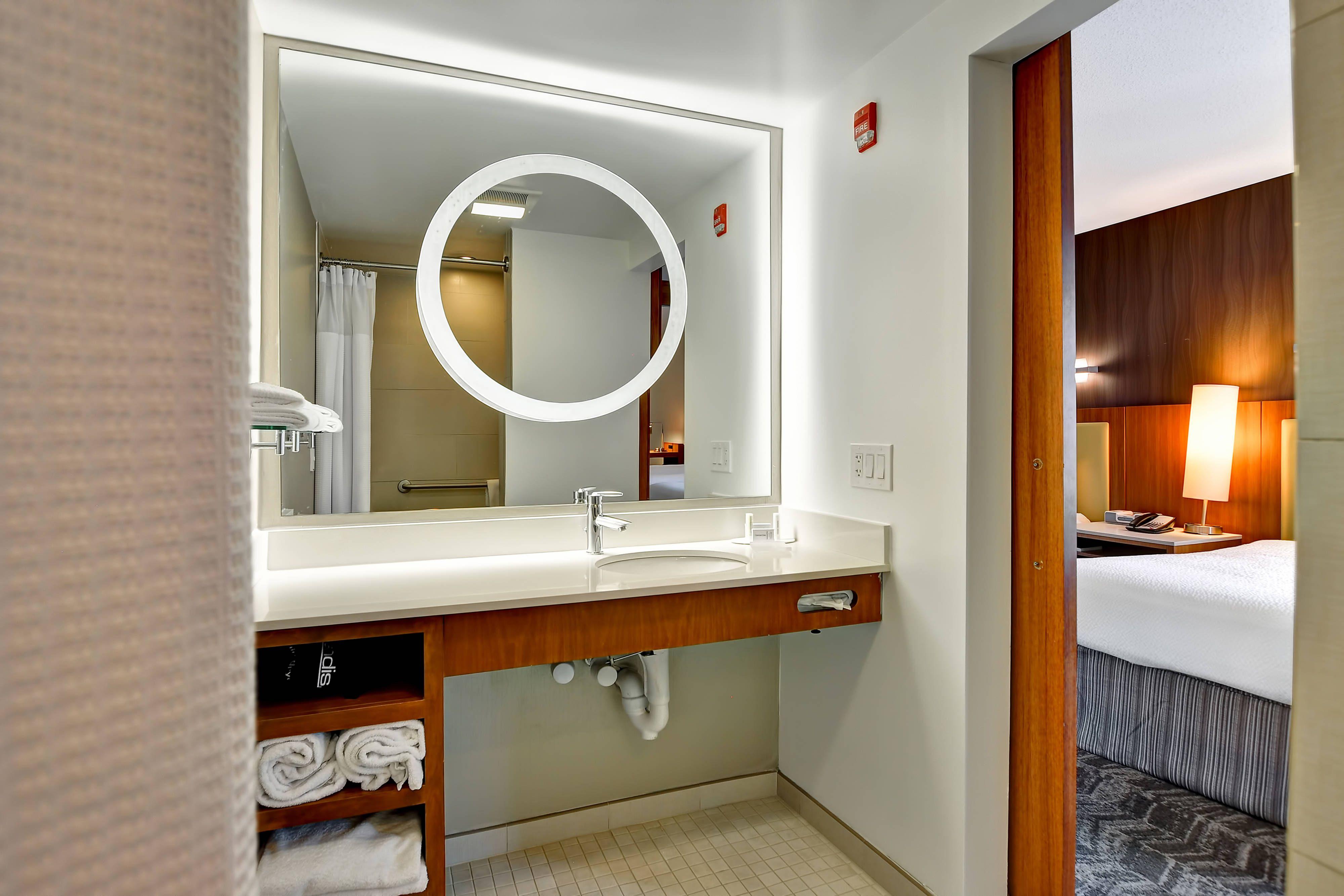 Springhill Suites Columbia Queen Queen Studio Suite Bathroom