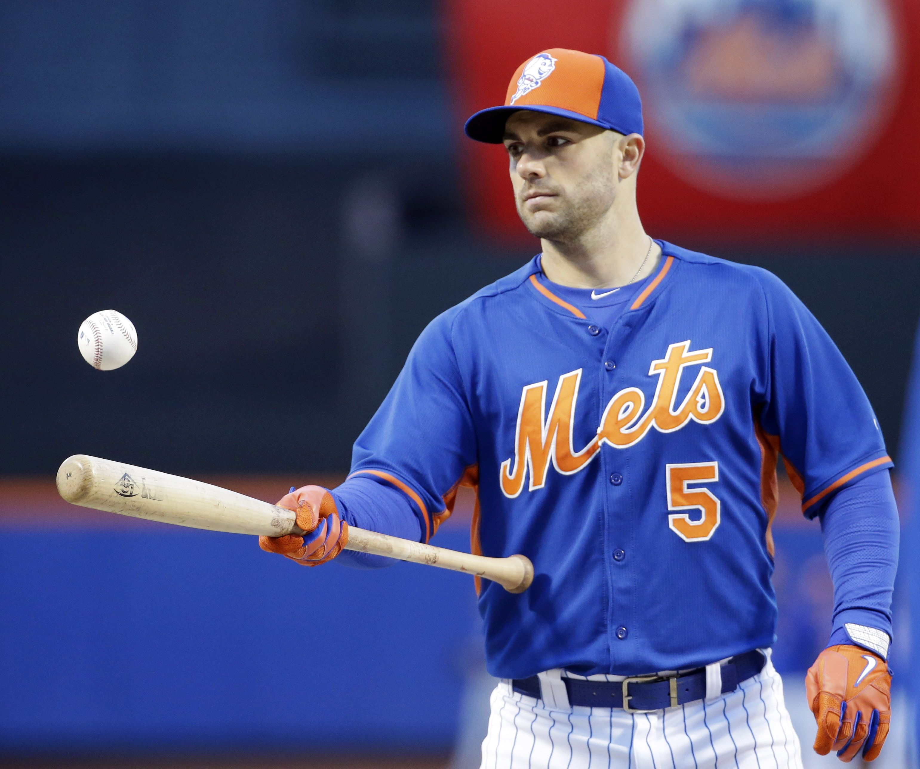 New York Mets' David Wright warms up before Game 2 of the National League baseball championship series against the Chicago Cubs Sunday, Oct. 18, 2015, in New York.