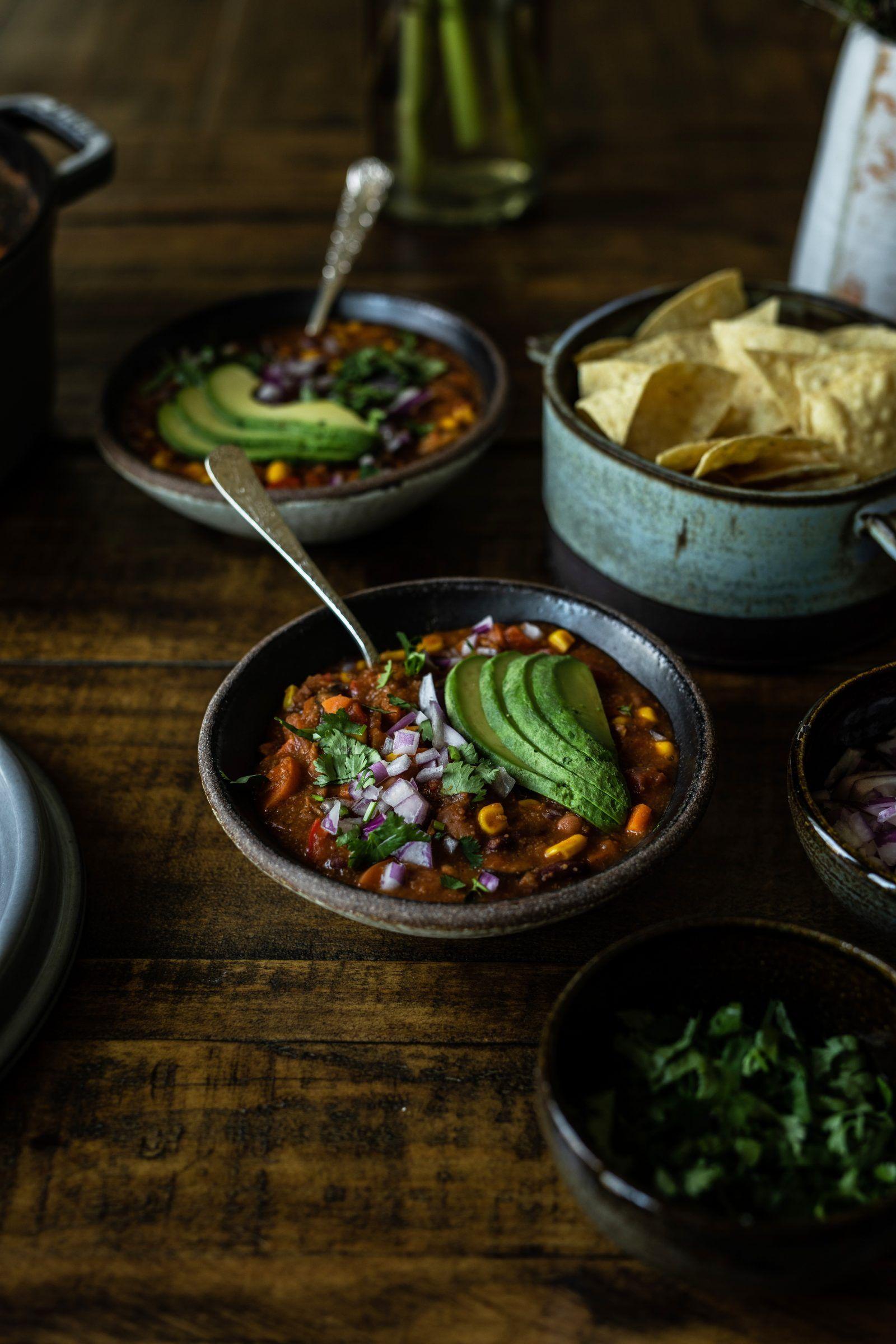 Vegan Mexican Chili Recipe In 2020 Veggie Dinner Vegan Mexican Veggie Recipes
