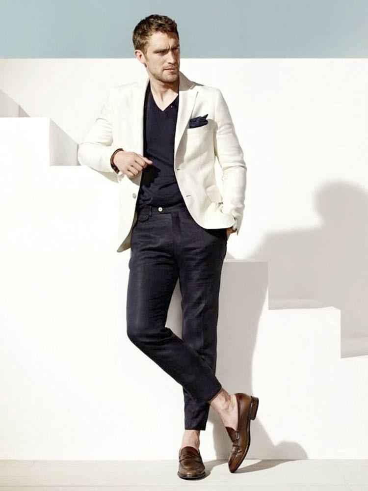 1544b035f9 Se inspire em looks masculinos usando o Blazer Branco. Uma opção de peça  que combina perfeitamente com o nosso clima.