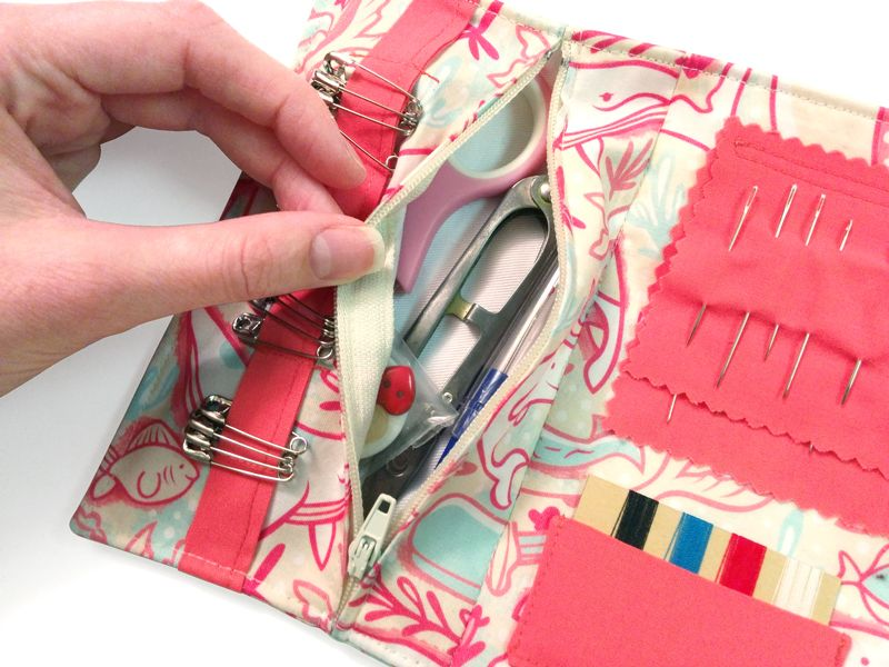 Travel Sewing Kit Tutorial | Sew Mama Sew | Outstanding sewing, quilting, and needlework tutorials since 2005.