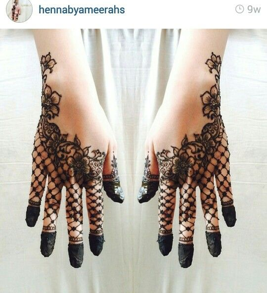 arabic style henna with dipped finger tips love the lace glove look of this design henna. Black Bedroom Furniture Sets. Home Design Ideas