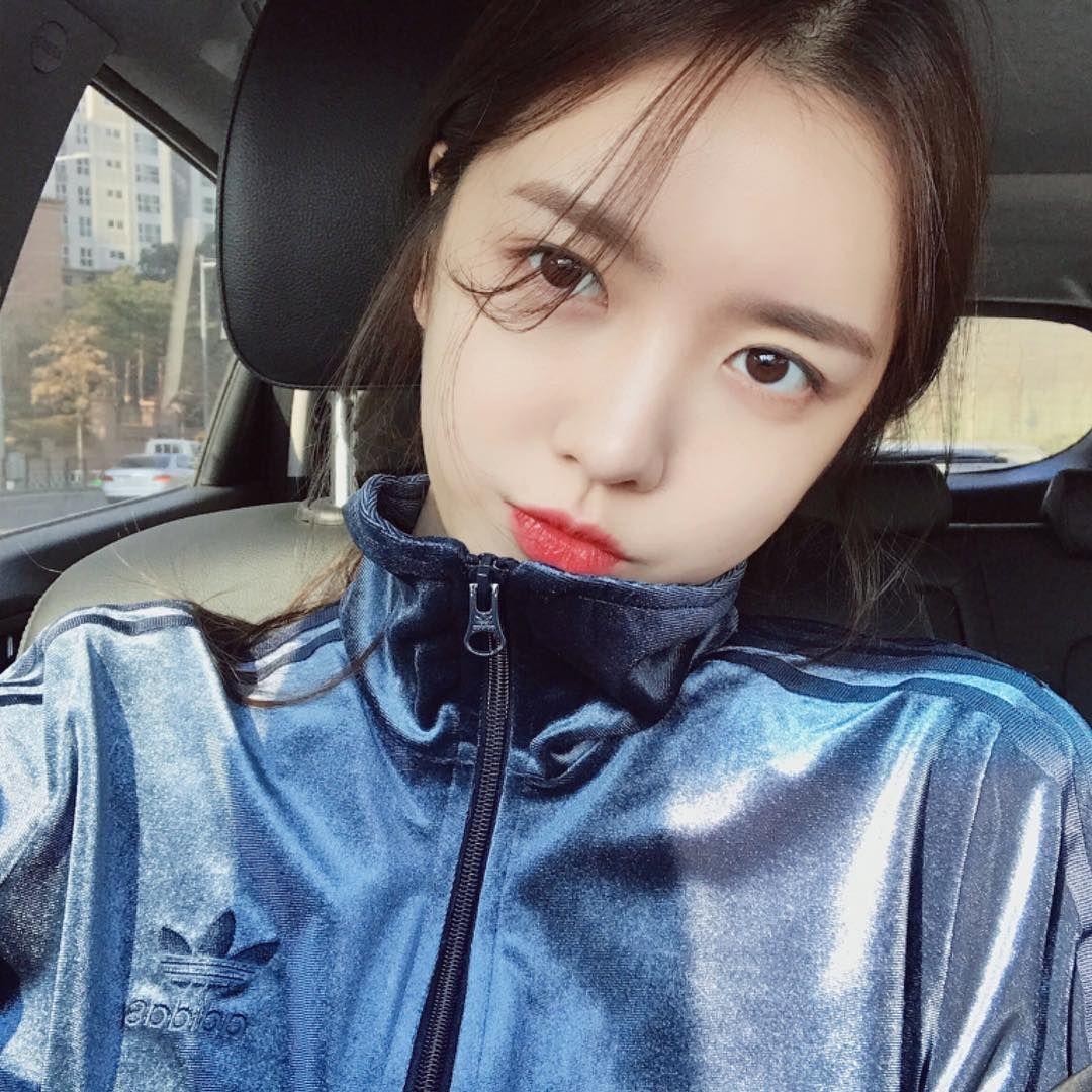 Pin oleh L. Ena di Kim Yerin Gaya rambut medium, Gadis