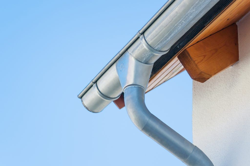4 Reasons To Choose The Spoutoff For Your Roof Rain Gutter Gutters Seamless Gutters Gutter Drainage