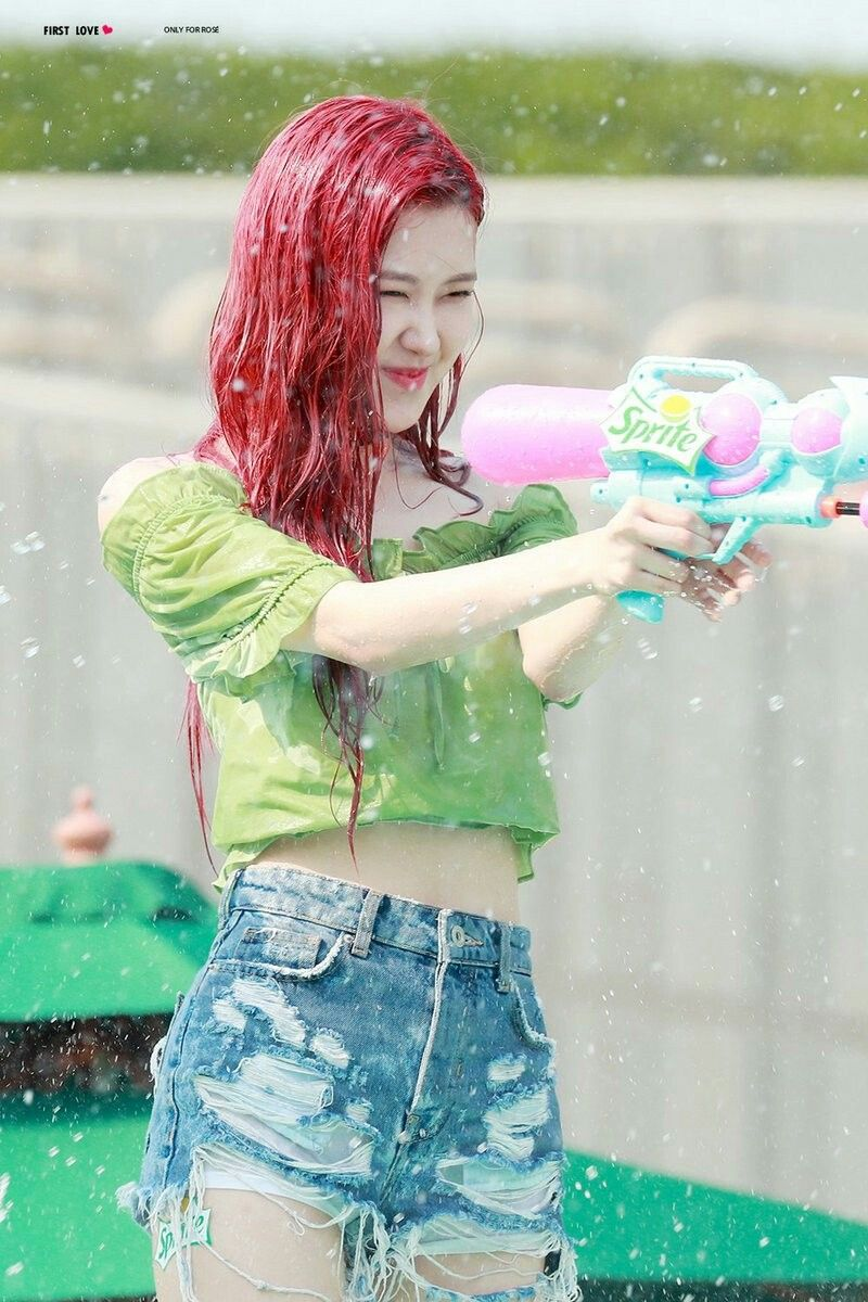 Hit you with that ddu du ddu du🔫🔫 rosè blackpink