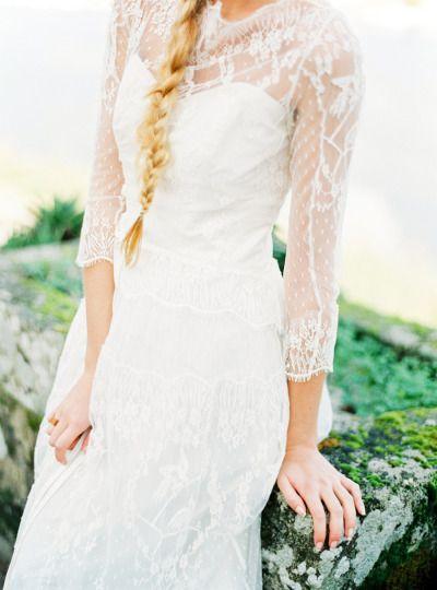 Illusion lace sleeves: http://www.stylemepretty.com/little-black-book-blog/2015/05/18/organic-seaside-wedding-inspiration/ | Photography: Brancoprata - http://www.brancoprata.com/
