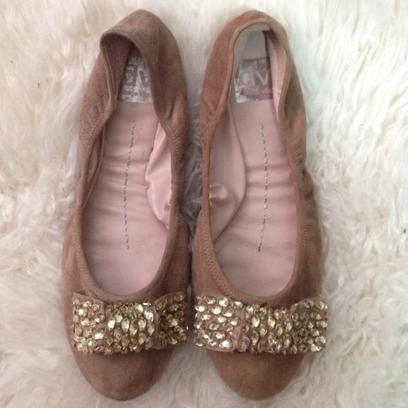 Dv by Dolce Vita Leona ballet flats DV by Dolce Vita ballet flats. Taupe suede. Embellished bow detail. Gently worn. No original shoe box. DV by Dolce Vita Shoes Flats & Loafers