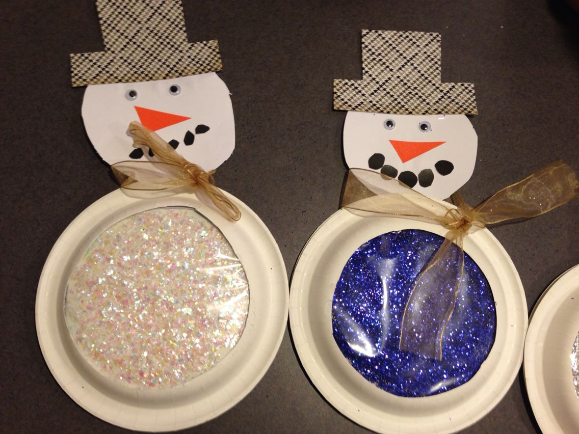 Snowglobe Snowman Made With 2 Paper Plates Glitter Paper And A Ziploc Gallon Bag Cutout And Taped Inside The Christmas Crafts Crafts For Kids Paper Plates