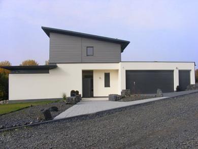 Hausfassade modern bungalow  Einfamilienhaus #KOLORAT #Haus #Fassade | Bungalow | Pinterest ...