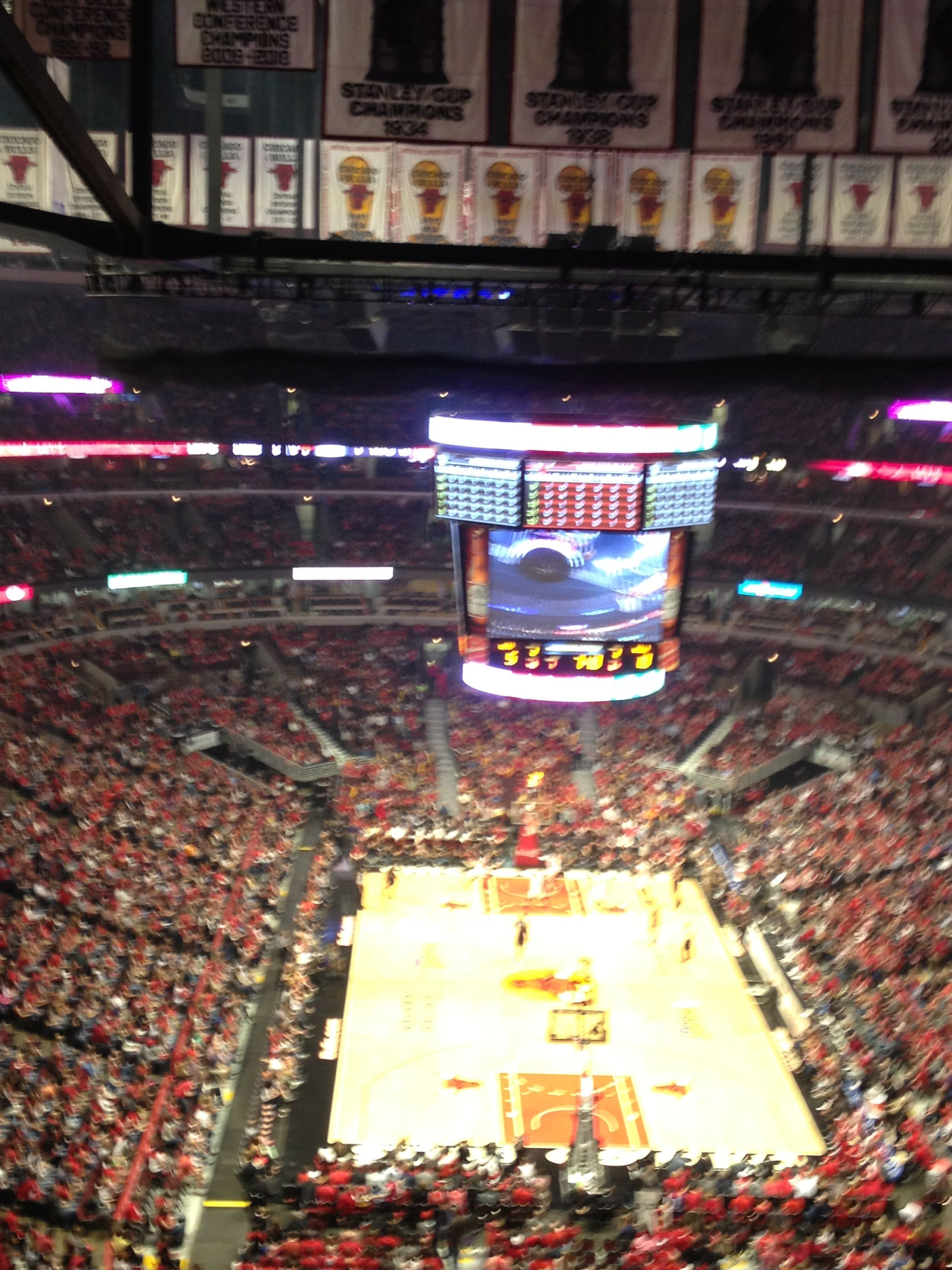 Attend a Chicago Bulls playoff game ✔️