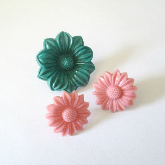 Plastic Flower Curtain Pins Tacks Set of 3 by looseendsvintage ...