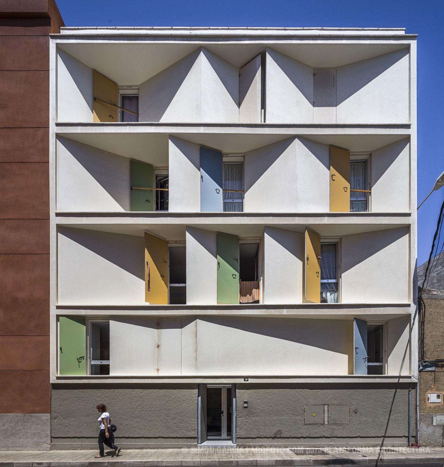 8 Casas Inscritas y Tres Patios / Romera y Ruiz Arquitectos
