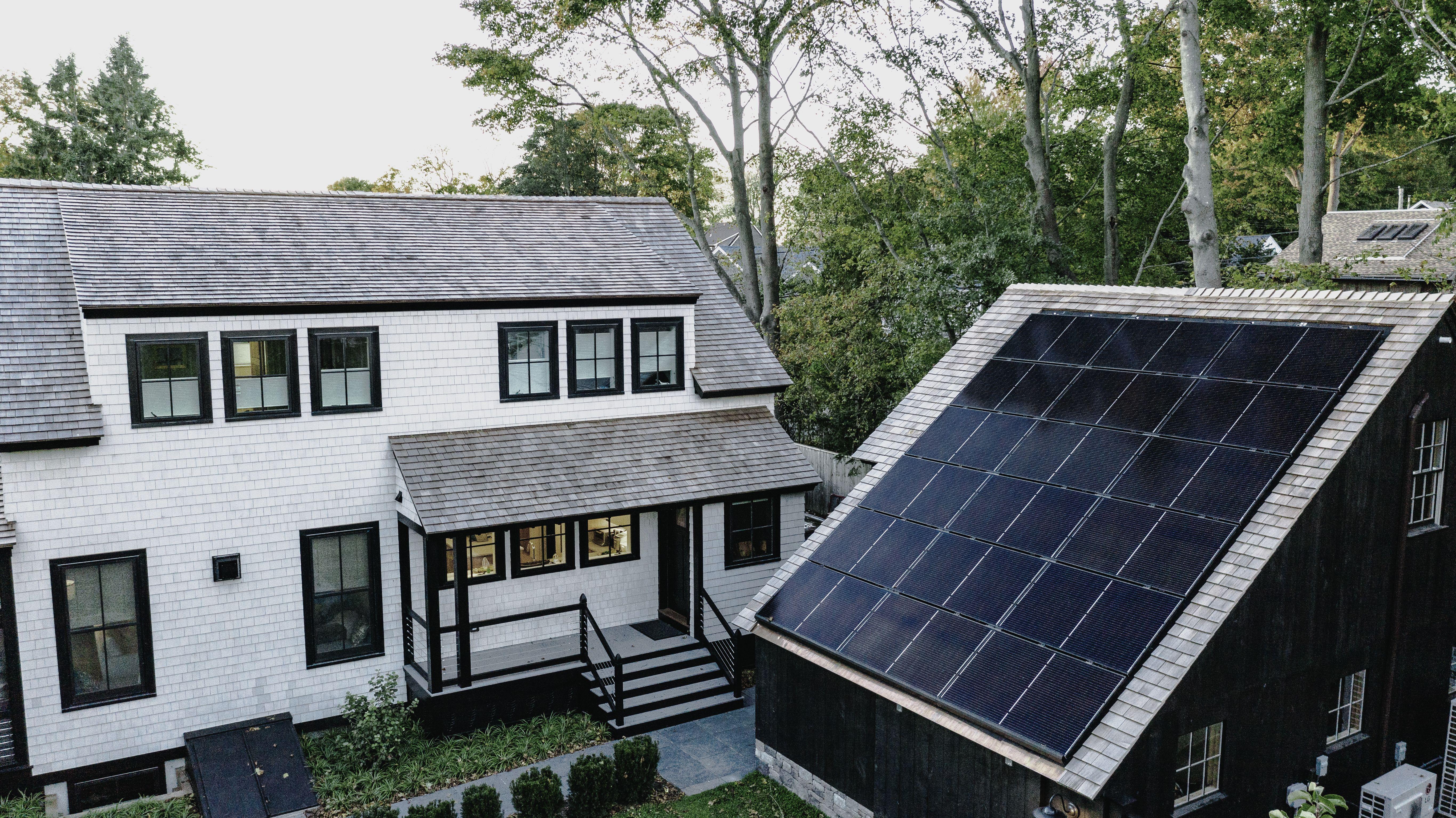 1920 S Cottage In Rhode Island Goes Solar Solar Solar Panels Solar Power House