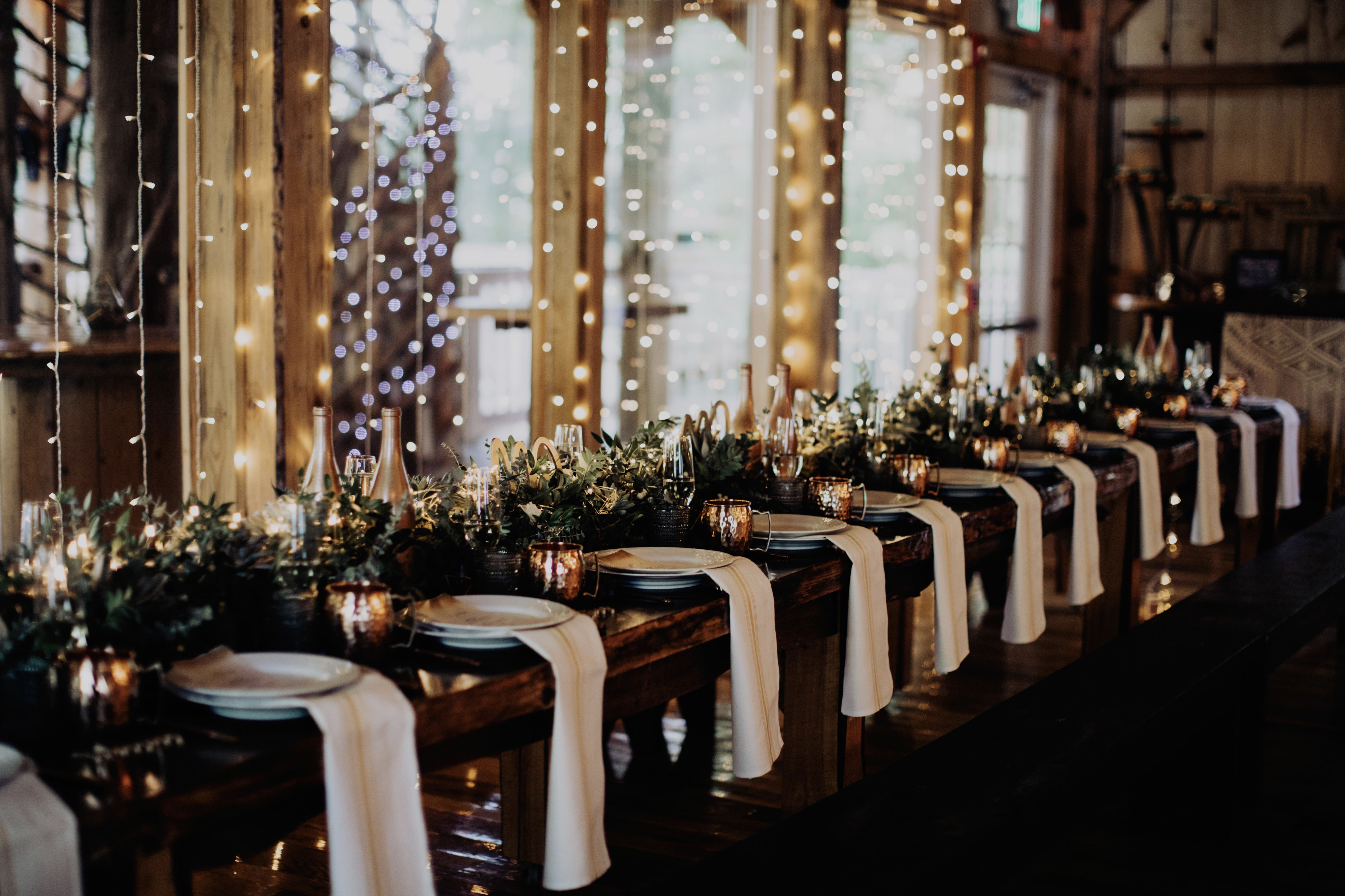 Wedding Banquet Place Setting At The Grand Barn At The Mohicans Event Planning Styling Design Manna Sun Events Event Planning Fun Wedding Vintage Rentals