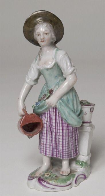 Figurin, trädgårdsflicka med vattenkanna, 1780,  Gera porlinsfabrik, Gera, Germany