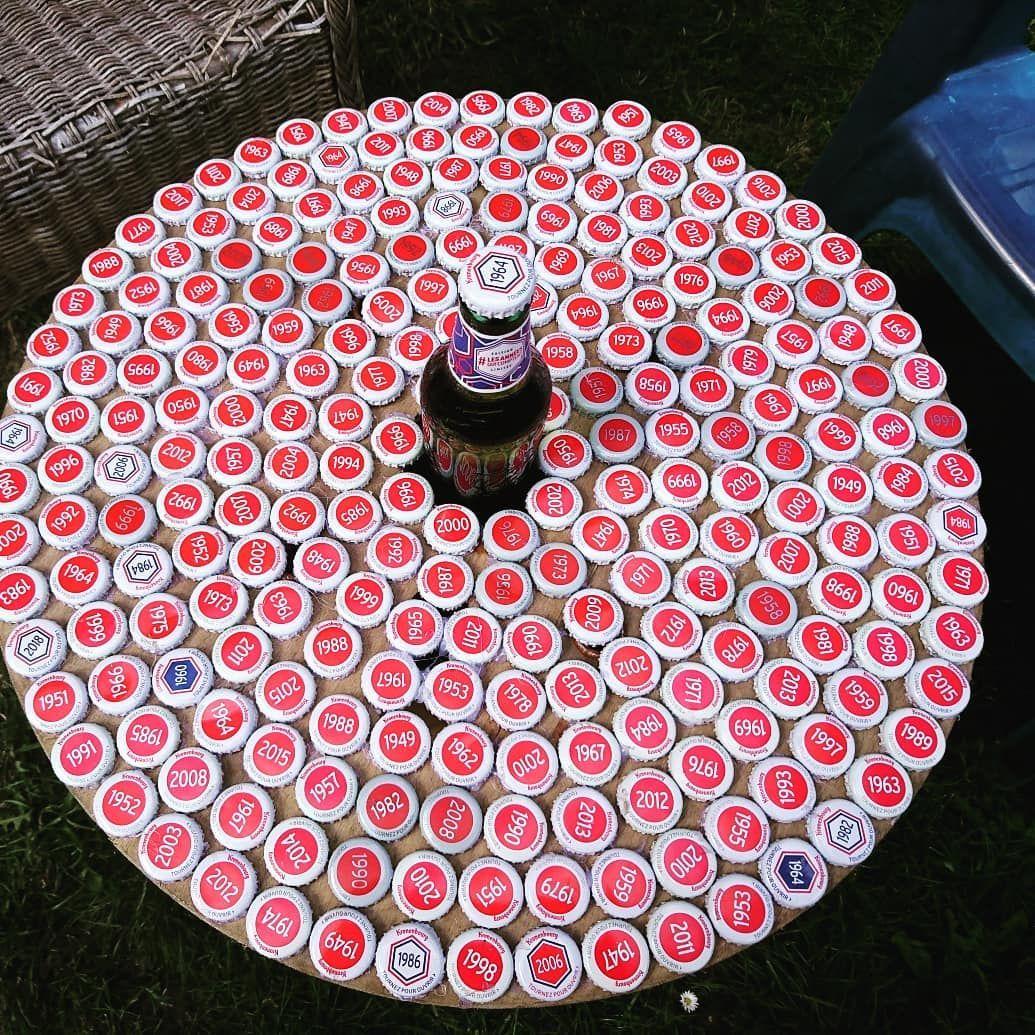 Vieux Touret Decore Avec Des Capsules De Biere Detourne En Table Basse De Jardin Avec Son Porte Canette Integre Deuxiem Capsule De Biere Fait Maison Diy