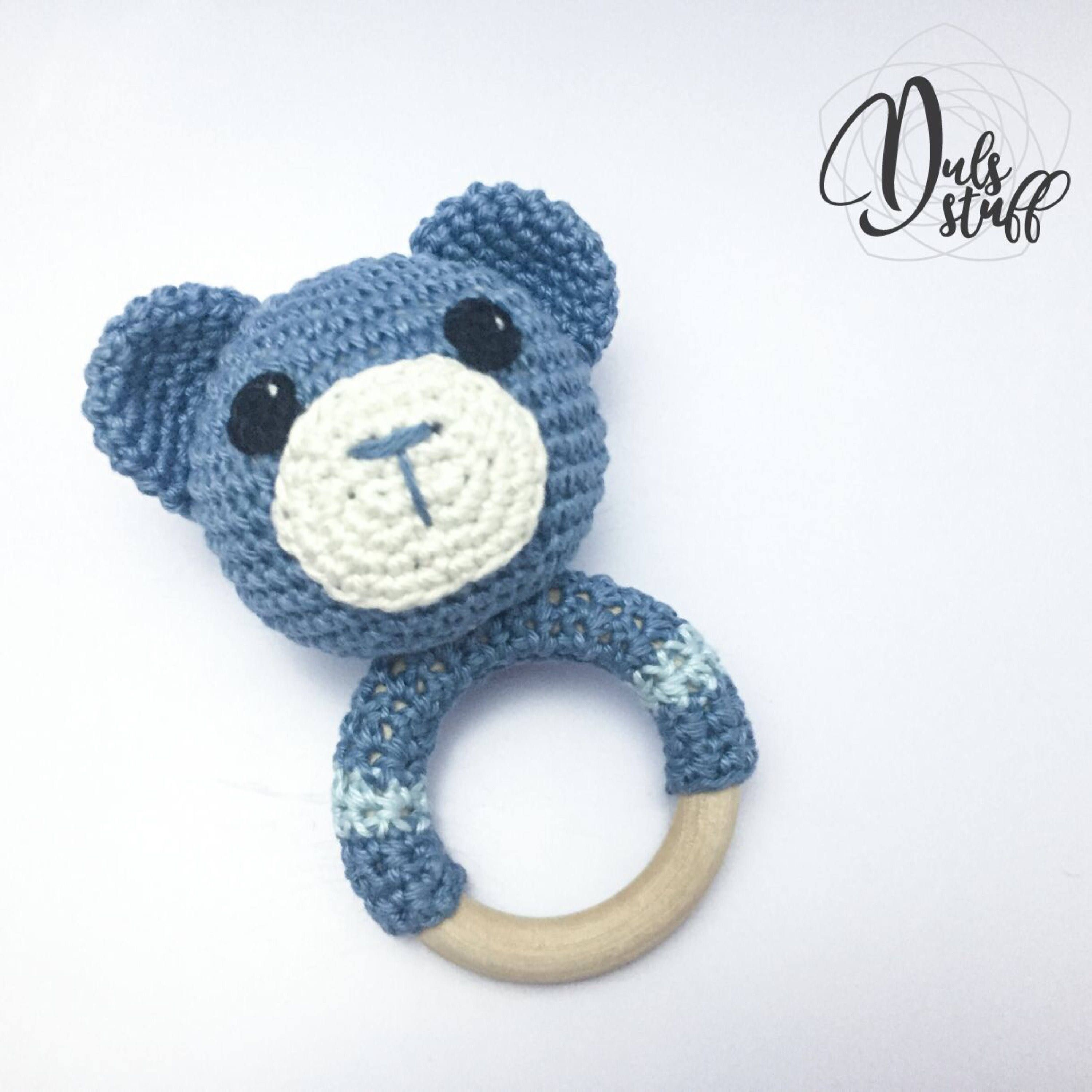 Crochet and wooden bear baby rattle and teether | Proyectos de ...
