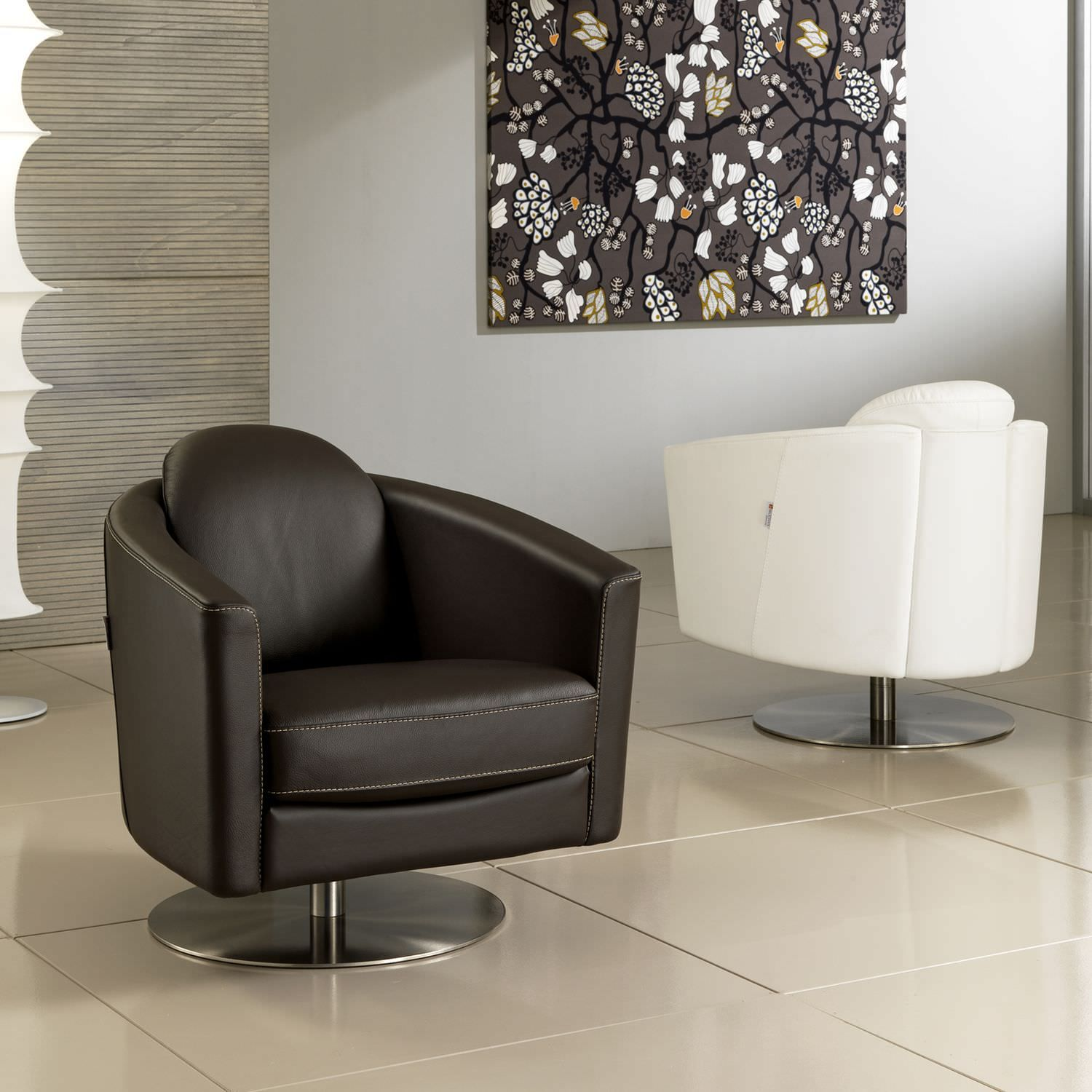 Best Contemporary Armchair Leather Swivel Central Base 640 x 480