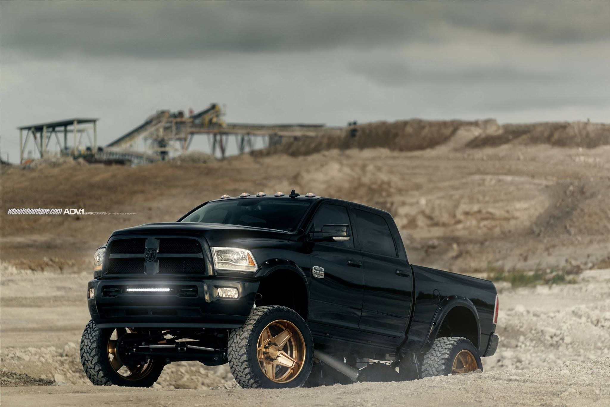 Black Dodge Ram 2500hd Gets Gold Adv5s Alloy Wheels 1 Soulsteer